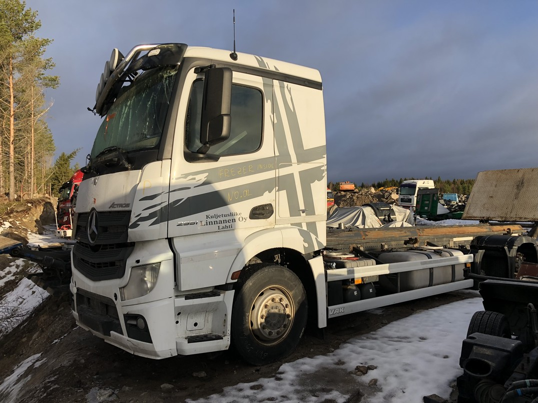 MB Actros 2551 kuva